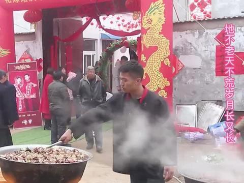 农村婚礼上你们吃大席,吃大桌最喜欢吃什么菜,今天咱吃铁锅老鹅