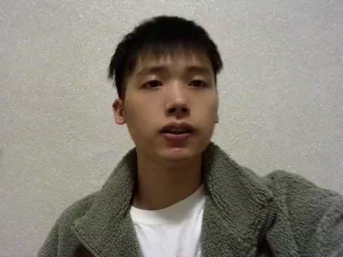 李荣浩演绎《大城小爱》,满满恋爱气息,对比王力宏版本差多少?