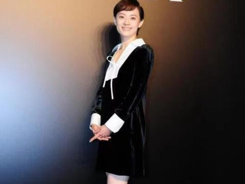 孙俪穿裙子显高级,穿丝绒拼接连衣裙温文优雅,邓超娶她太有福了