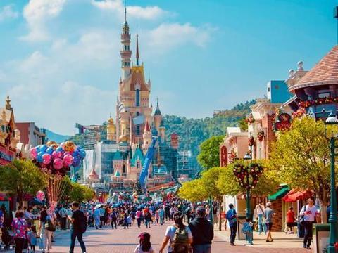 加州主题公园全面开放,迪士尼和好莱坞环球影城等今日满负荷运行