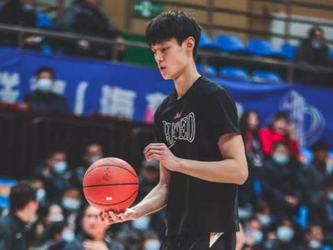 中国篮协强硬回击,拒绝北京首钢曾凡博的无理要求