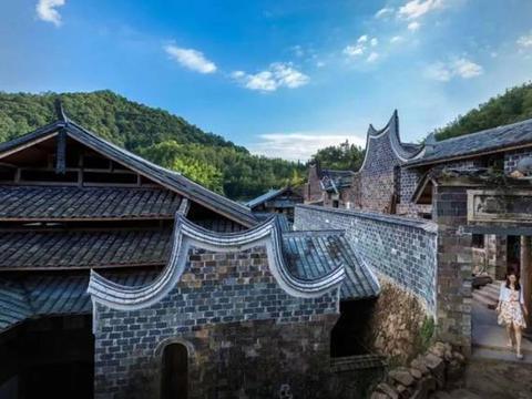 「美术头条」中国油画创作研究院写生创作基地在南岩村揭牌成立
