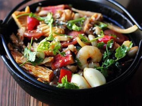 美食推荐:青椒炒鸡腿肉,重庆辣子鸡,红烧蔬菜锅,蒜蓉豇豆