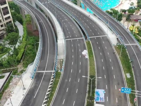 高架桥下竟现上万平米造浪池成避暑天堂