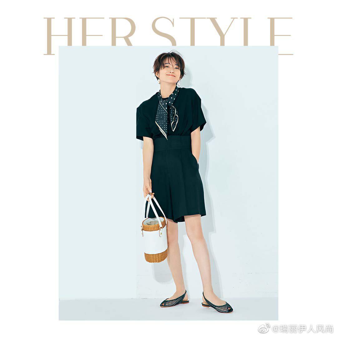法式简约风搭配,少不了丝巾的点缀来体现个人品味和风格