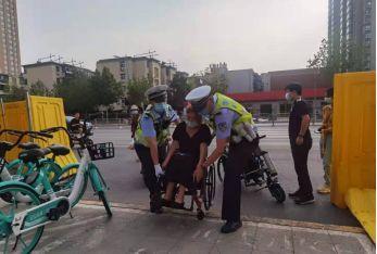 郑州交警一大队心系群众坚持为群众办实事