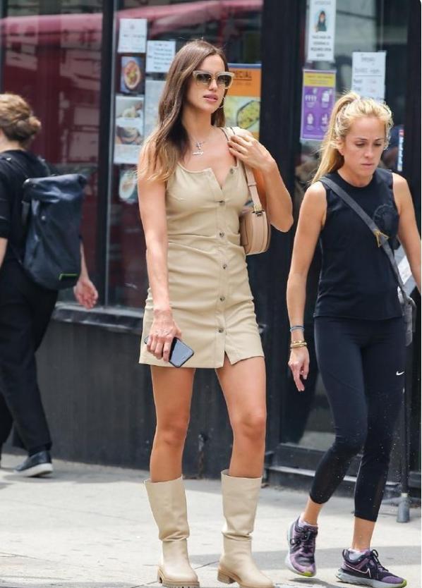 C罗模特前任近况,身穿吊带裙大秀身材,1米78长腿成亮点!