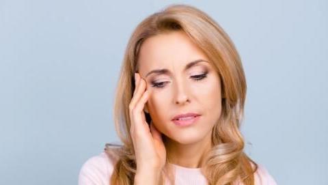 女性到了更年期,建议常吃4种零食,或有助补充体内雌激素