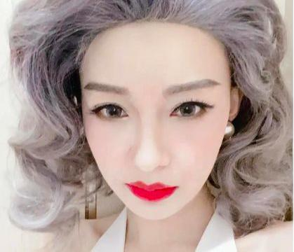 董子健老婆玩cosplay,孙怡学玛丽莲梦露走风情路线,不惧皱纹