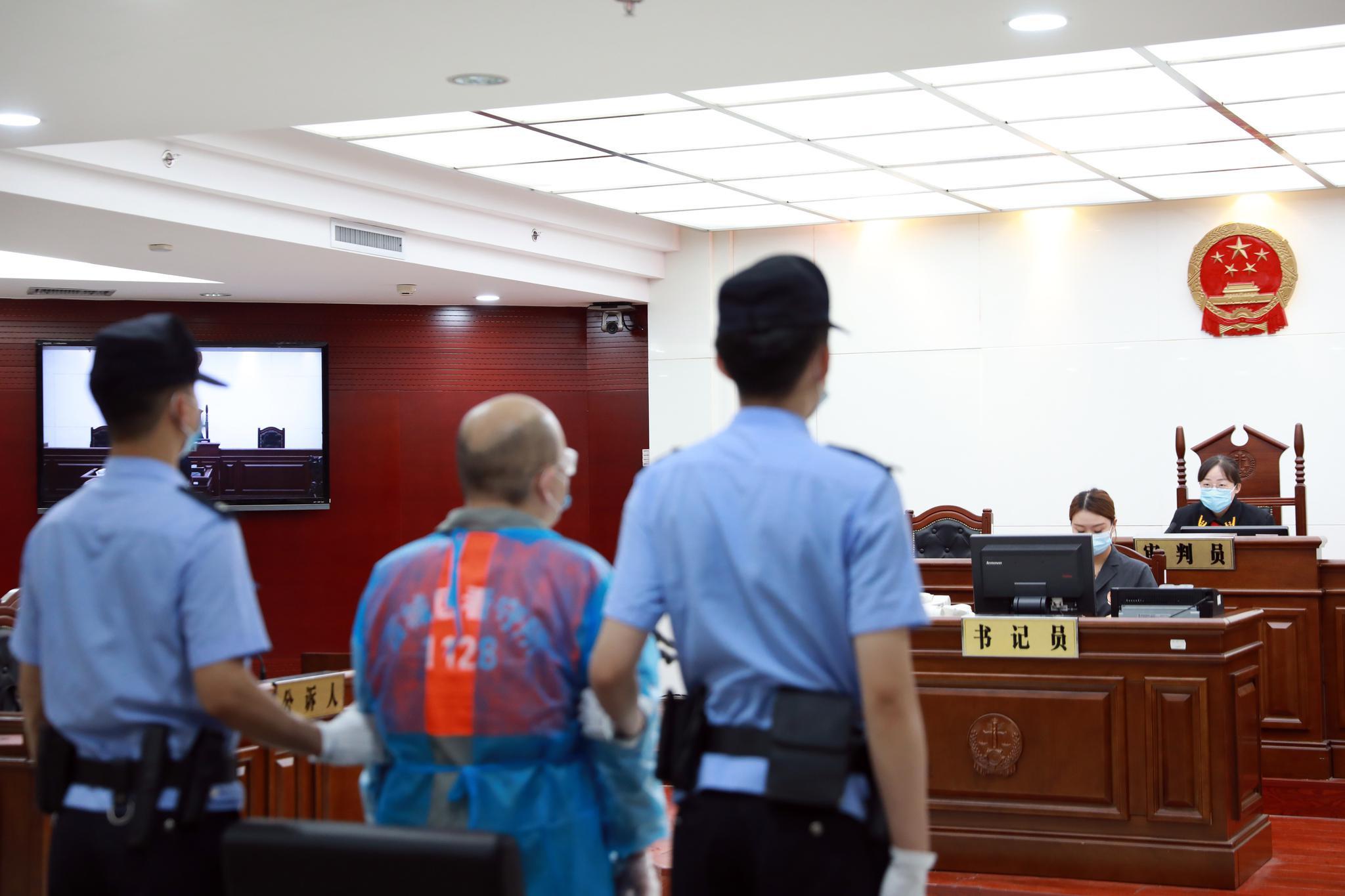 男子谎称可办京牌诈骗2万元获刑10个月