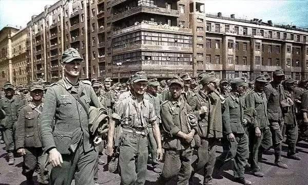 数十万德军被送到西伯利亚挖土豆,但有些人却抱得美人归!