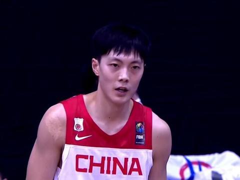 男篮49分大胜,12人出场全部得分,张镇麟又是篮板王