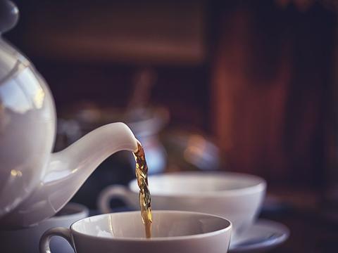 """隔夜茶是""""害人水"""",不仅有毒还致癌?不敢喝隔夜茶的人看看吧"""