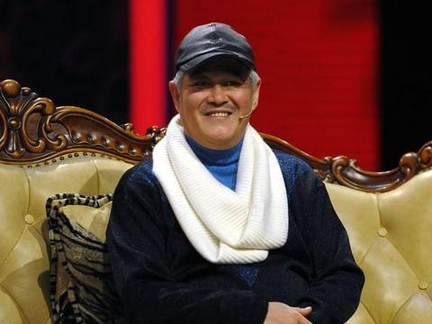 64岁赵本山超豪气!请上百名群演看戏吃饭,曾给剧组买800斤肥猪