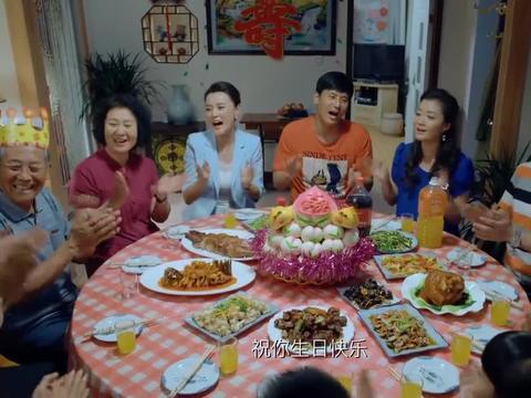 家人团聚给寿星过寿,怎料儿媳哪壶不开提哪壶,故意招人烦