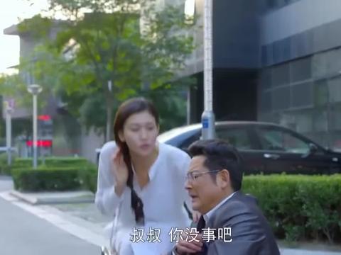 富豪想试探准儿媳,故意碰瓷她,怎料儿媳的表现让他大为吃惊