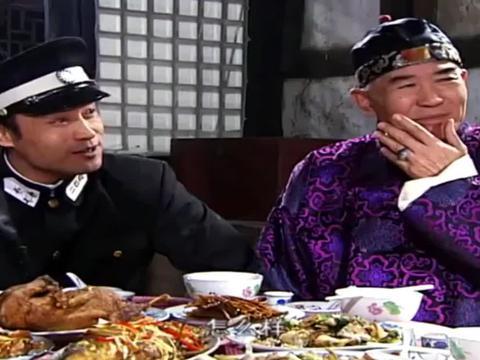 乱世红粉:女老板参加饭局被逼卖唱,不料闺蜜巧嘴解围,精彩!