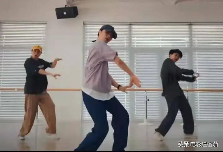 近日,黄磊的老婆孙莉在网上发了一段自己跳舞的视频……
