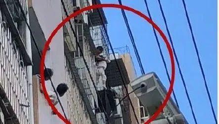 3岁女童被卡防盗窗,原因是它造成的
