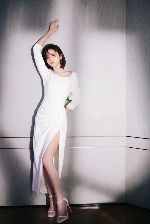 吴宣仪怕被嘲土,穿上最素净的小白裙,不料更显好身材