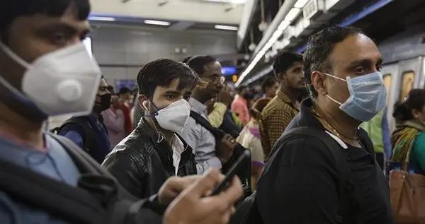 新德里出现迷惑一幕,印度医生悲愤质问:都疯了吗?