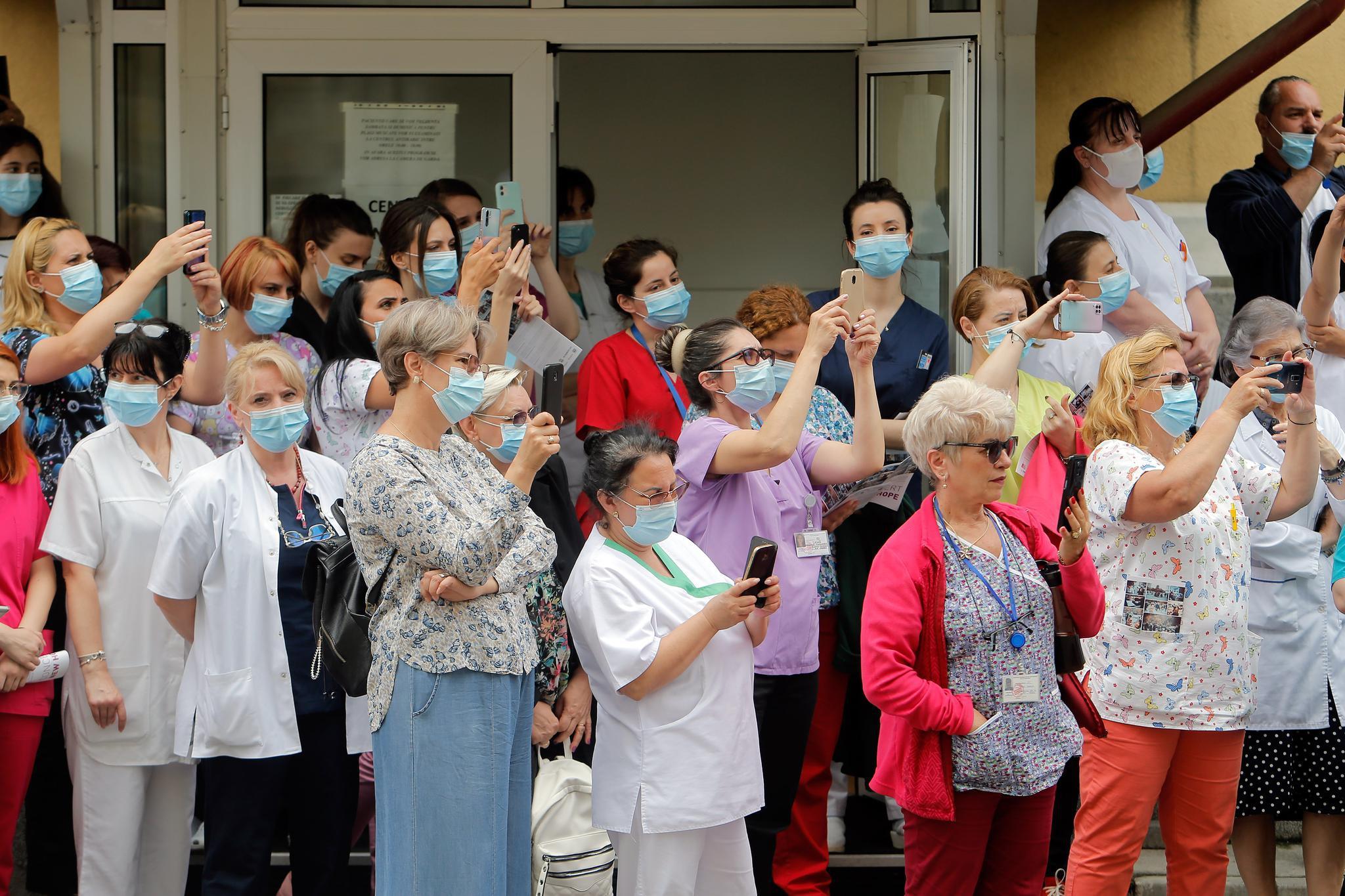 罗马尼亚:用音乐向抗疫医务人员致意