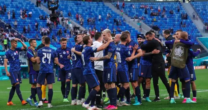 斯洛伐克主帅确认:后卫与一名教练组成员新冠阳性