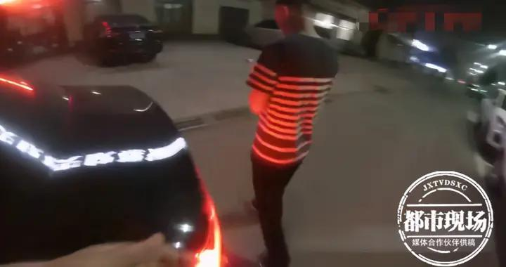 男子遇酒驾检查撒腿就跑!狂奔了100多米就累瘫