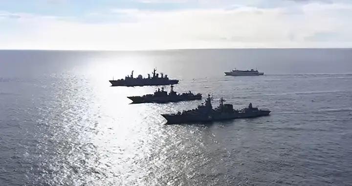 俄海空编队一个举动,美军紧急出动战机航母应对