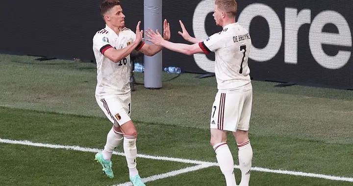欧洲杯每日技巧秀 德布劳内阿扎尔边路杂耍般配合,比利时不愧夺冠热门