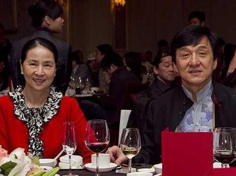 成龙退出林凤娇公司,变成宠妻狂魔了,未来属于年轻人