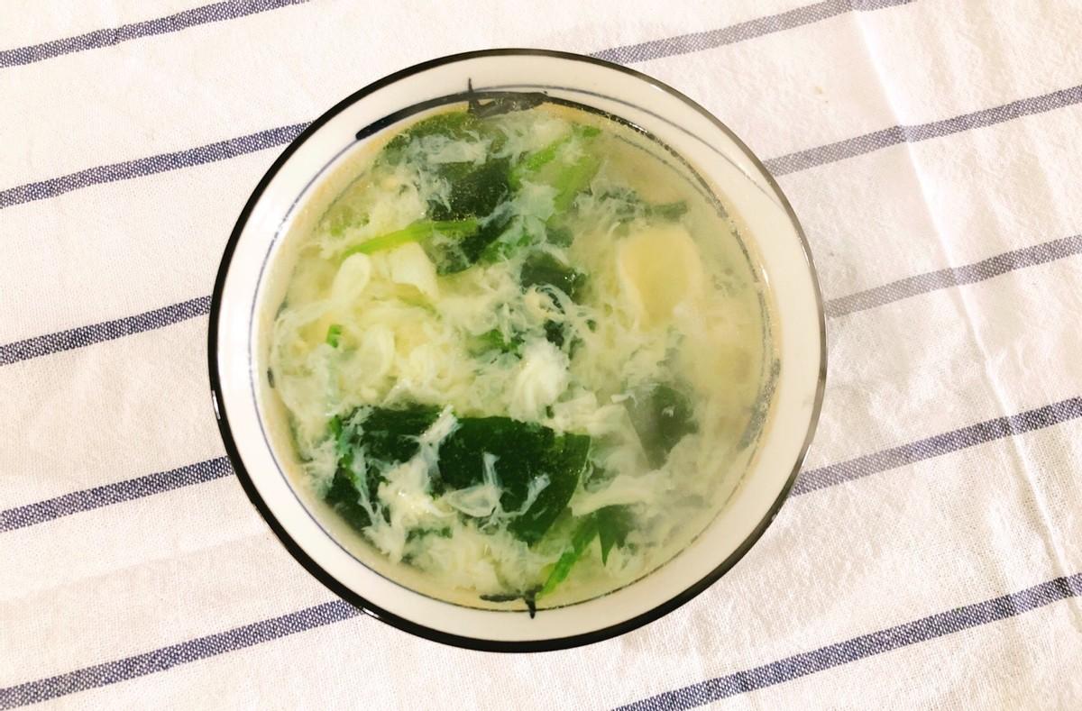 简单的鸡蛋菠菜汤,10分钟就能做好的快手汤,鲜美又好喝