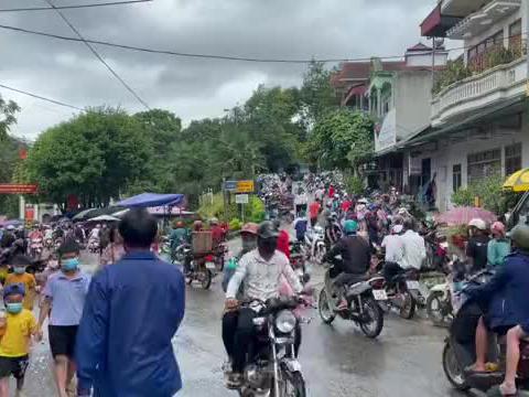 越南的赶集市场少数民族卖的很多野东西从来没见过