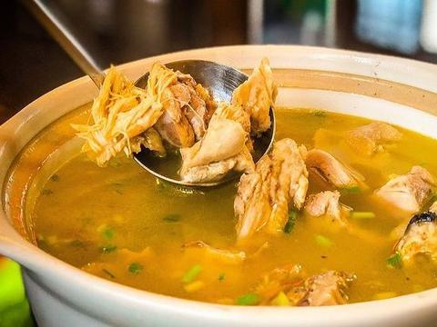 炖鸡汤,别用冷水焯水,教你3个技巧,肉嫩滑汤鲜美,不腥也不柴