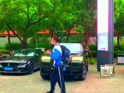 劳斯莱斯BB版库里南,千万级别的SUV,宾利添越也低调了!