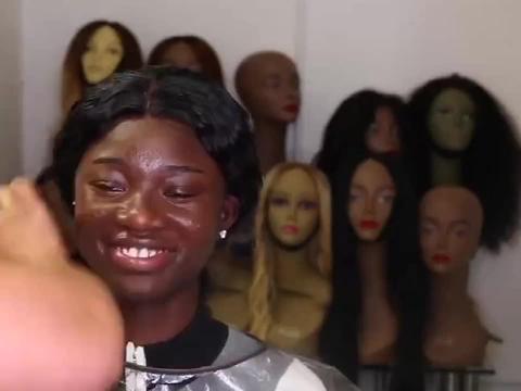 爆笑:非洲高级化妆师,改造黑皮肤女孩,差距真不是一般的大!
