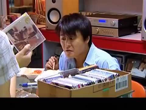 天道:丁元英贱卖唱珍藏给唱片店,小丹又去唱片店买了回来