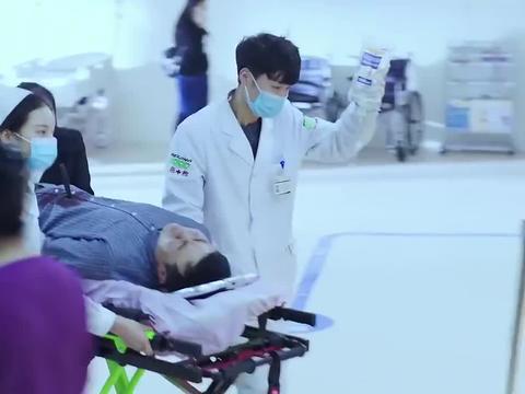 急诊科医生:老公被刀扎了,媳妇看电视剧里不拔出来,被医生夸赞