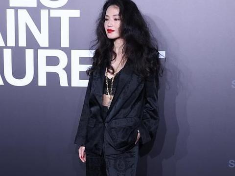 刘嘉玲穿花棉袄似姨太太,舒淇内衣外穿超美艳,向佐拇指外翻抢镜