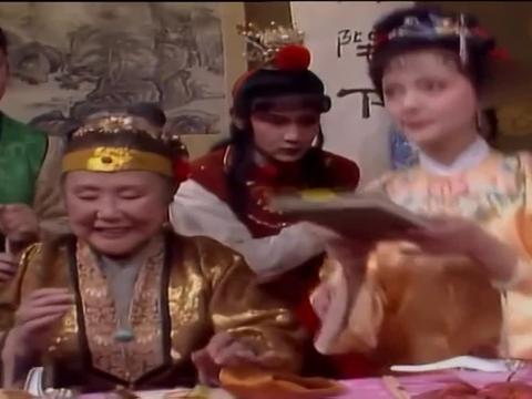 古装:宝钗宝玉口味不一,这一点看出,宝玉还是和林妹妹更配!