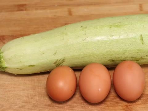 夏天多吃西葫芦,搭配3个鸡蛋,好看好吃又简单,营养口味两不误