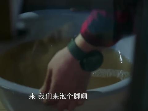 冰糖炖雪梨:小伙子的这一波操作太暖了,美女心都融化了!
