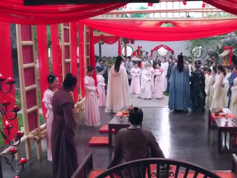 姐妹俩同时出嫁,妹妹穿着华丽倾国倾城,不料姐姐穿着素净碾压!