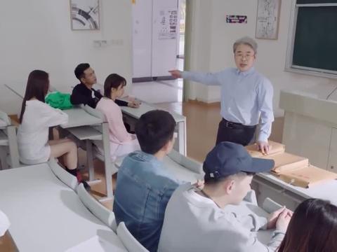 亲爱的热爱的:教授刁难韩商言,让同学们担心,佟年会失去男朋友
