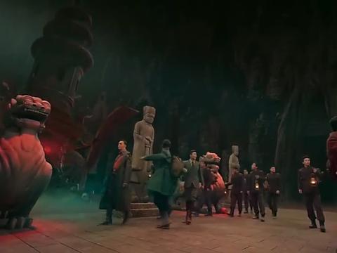 佛爷等人一起进入墓室,里面的一切他们十分熟悉