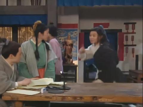佟湘玉让白展堂处理雷老五留下的东西,白展堂教佟湘玉一招