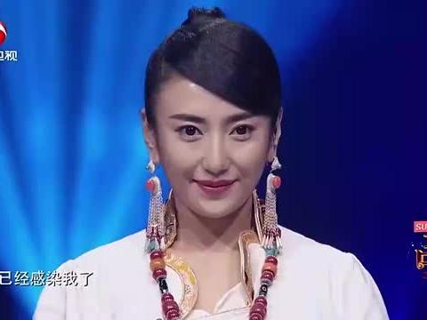 包金花登台演唱《诺恩吉雅》,唱的真好听,百听不厌丨耳畔中国