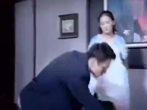 不要离开我:妻子怀孕了,丈夫对她大打出手,当场血流不止