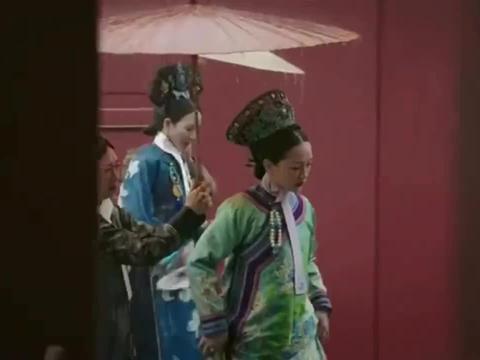 如懿传:纯贵妃执意下跪,还被皇上气到吐血,好惨