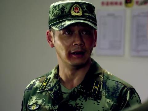 刘闯被参谋长监听,拉屎还唱歌,你那破嗓子还老跑调